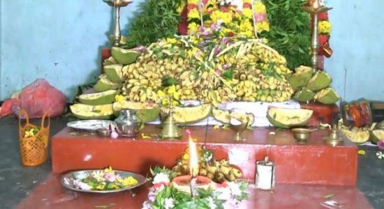 வற்றாப்பளை கண்ணகி அம்மன் ஆலயத்தில் கடல் தீர்த்தத்தில் விளக்கேற்றப்பட்டது