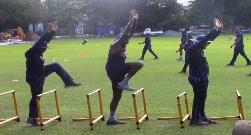 இலங்கை கிரிக்கெட் வீரர்கள் களப்பயிற்சியை ஆரம்பித்தனர்