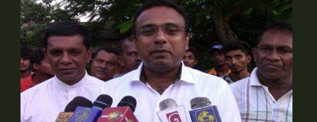 அரசாங்கத்திற்கு சார்பாக ஐக்கிய தேசியக் கட்சி செயற்படுகிறது: மனுஷ நாணயக்கார குற்றச்சாட்டு
