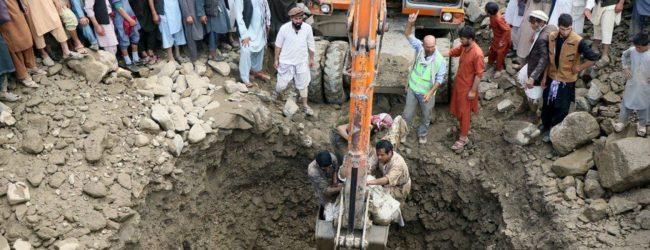 ஆப்கானிஸ்தான் பாரிய வௌ்ளத்தில் சிக்கி 100 பேர் உயிரிழப்பு