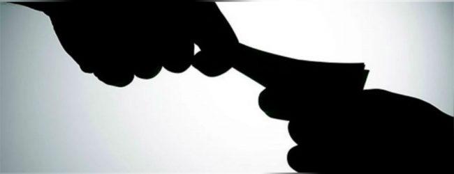 பொலிஸ் நிலைய பொறுப்பதிகாரிக்கு இலஞ்சம் வழங்க முற்பட்ட ஒருவர் கைது