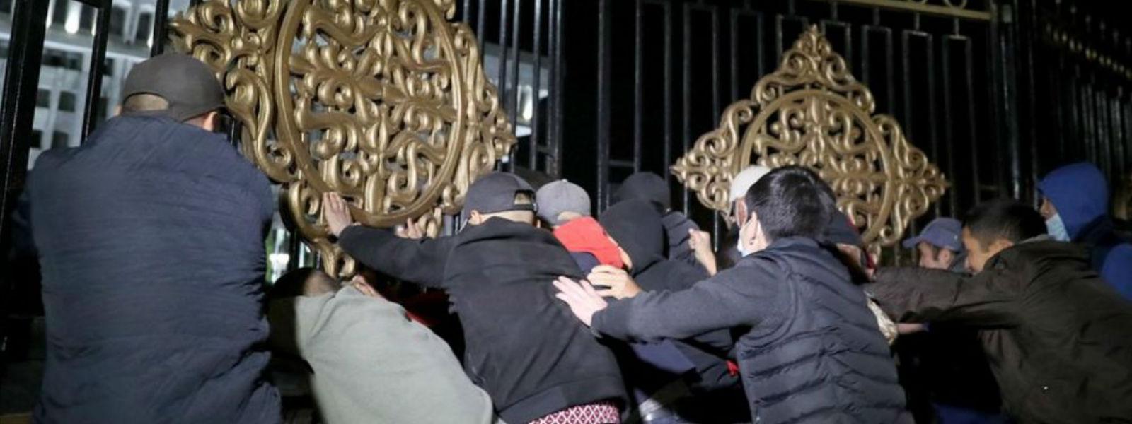 கிர்கிஸ்தான் தேர்தலில் மோசடி: பாராளுமன்றம் முற்றுகை