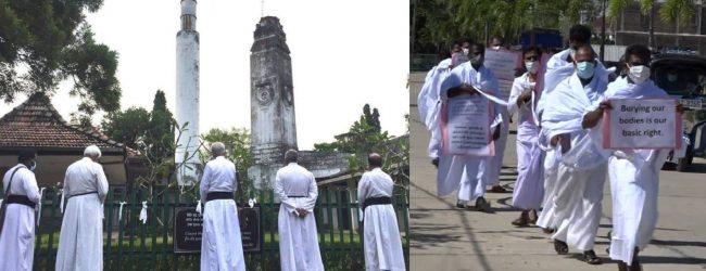 ஜனாஸாக்களை தகனம் செய்வதற்கு கத்தோலிக்க, அங்கிலிக்கன், மெதடிஸ்ட் சபைகளை சேர்ந்தவர்கள் எதிர்ப்பு
