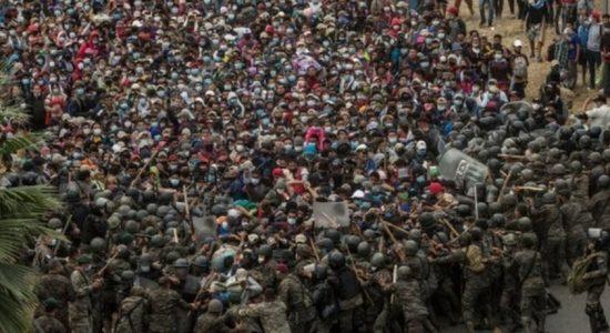 மத்திய அமெரிக்க புகலிட கோரிக்கையாளர்கள் மீது தடியடி