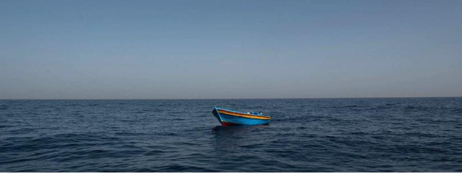 படகில் தத்தளித்த மன்னார் மீனவர்கள் இந்திய கடற்படையின் உதவியுடன் மீட்பு