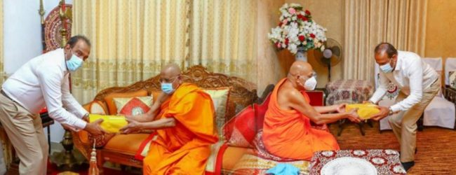 ஏப்ரல் 21 தாக்குதல் அறிக்கை மகாநாயக்க தேரர்களிடம் கையளிப்பு