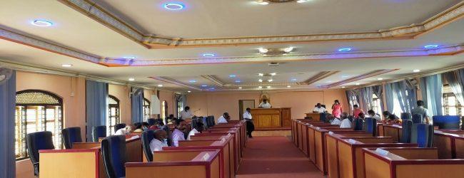 கிளிநொச்சியில் நேற்று 61 பேருக்கு கொரோனா தொற்று; கரைச்சி பிரதேச சபை முற்றாக முடக்கம்