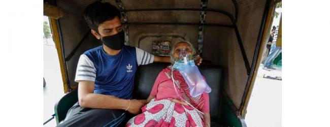 இந்தியாவில் 24 மணித்தியாலங்களில் 4 இலட்சத்திற்கும் மேற்பட்டவர்களுக்கு கொரோனா தொற்று