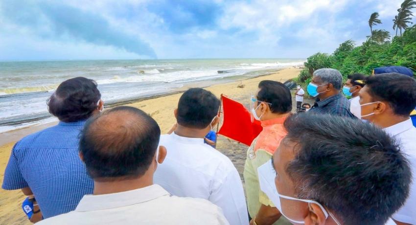 MV X-Press Pearl கப்பலால் சூழலுக்கு ஏற்பட்டுள்ள பாதிப்புகள் குறித்து ஆராய்ந்த பிரதமர்