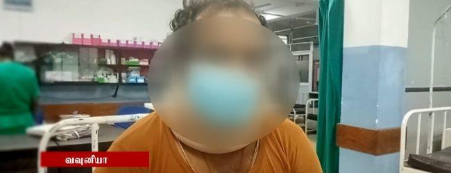 வவுனியாவில் பொது சுகாதார பரிசோதகர் ஒருவர் மீது தாக்குதல்