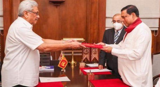 பசில் ராஜபக்ஸ நிதி அமைச்சராக பதவிப் பிரமாணம்