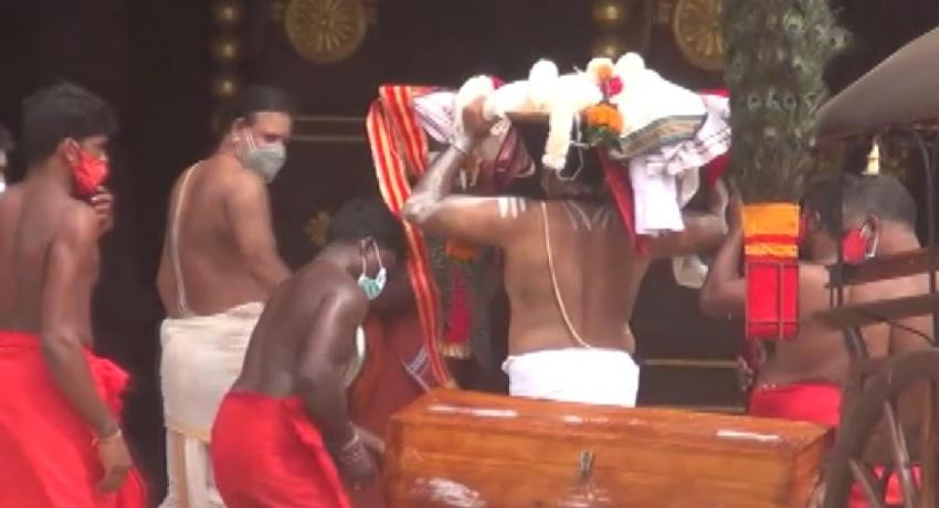 நல்லூர் கந்தசுவாமி ஆலய கொடியேற்றத்திற்கான கொடிச்சீலை இன்று (12) கையளிக்கப்பட்டது